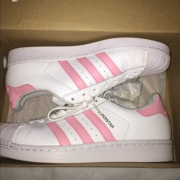 Le Adidas Basso Top Superstar In Rosa Poshmark
